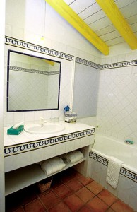 Salle de bain de la chambre jaune