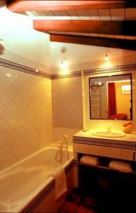 Salle de bain de la chambre abricot