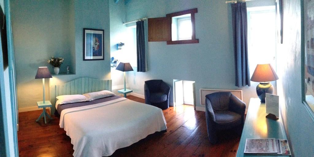 Photo de la chambre bleu en relation avec la thématique couleur bleu avec lit double