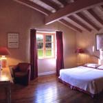 Photo de la chambre rose en relation avec la thématique couleur rose avec lit double