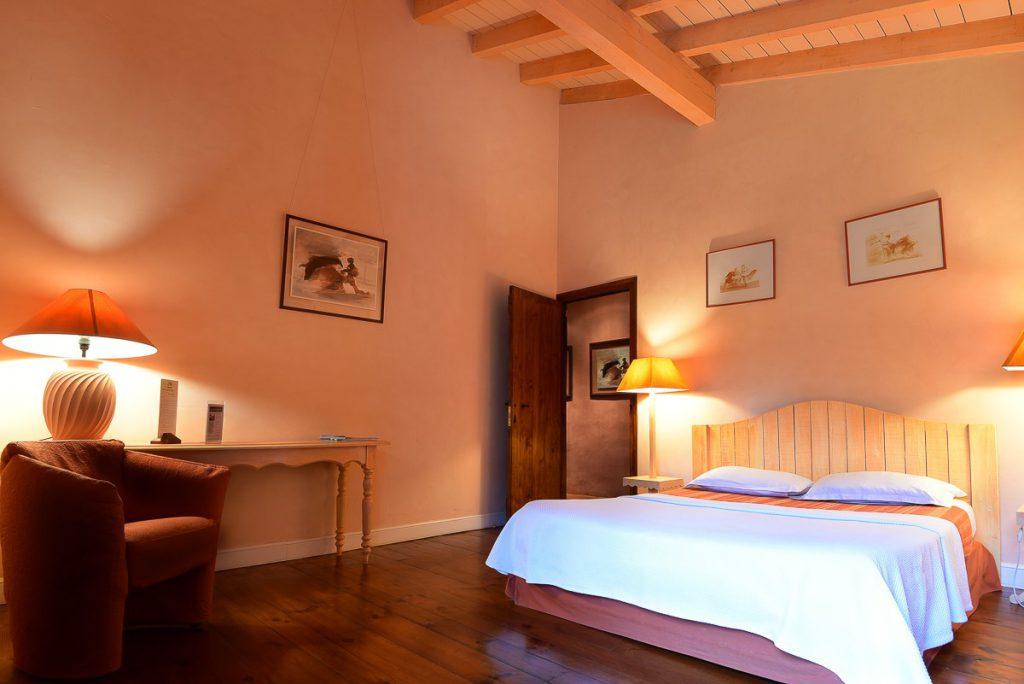 Chambre d'hôte dans la thématique de couleur abricot